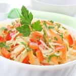 Салат из квашеной капусты с болгарским перцем и грудинкой